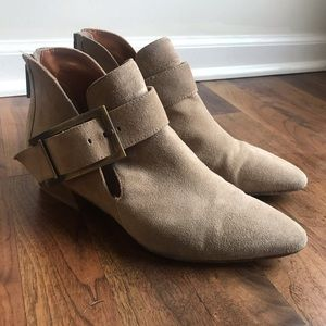 AQUATALIA Filomena Bootie- Tan Zipper w Buckle